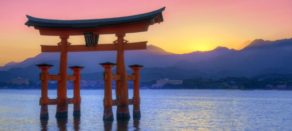 Japan-Miyajima-Floating-Otorii-gate-(1024x460)